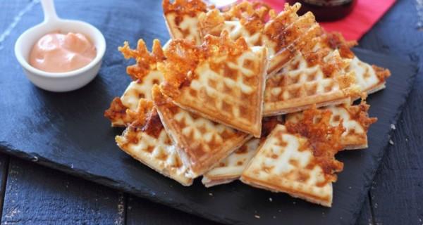 Empanadillas ligeras de jamón y queso en gofrera