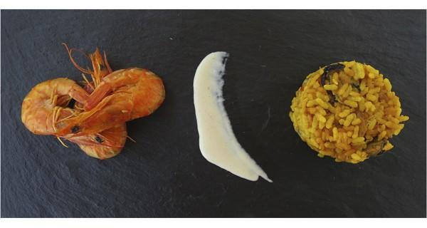 El tradicional sabor de la paella en plato de pizarra
